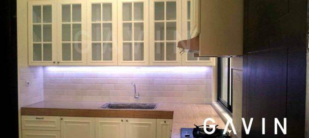 lemari-dapur-klasik-dengan-pembuatan-custom