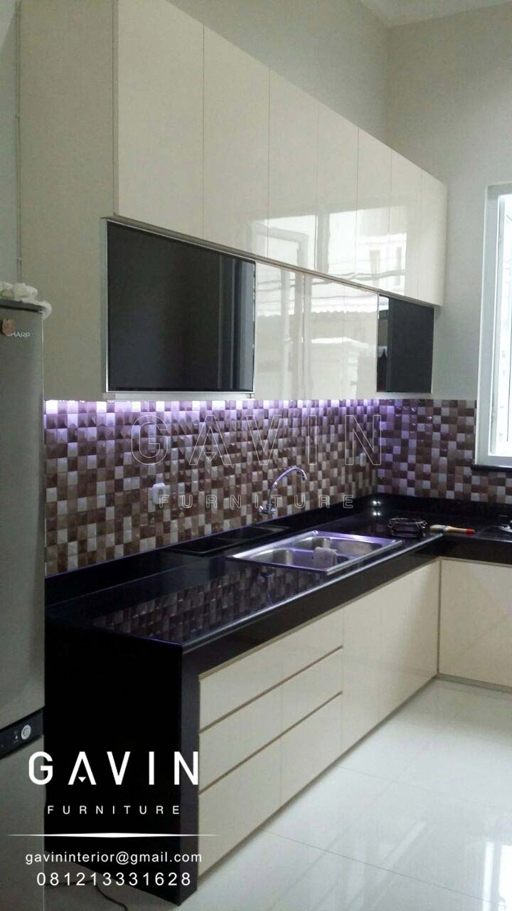 Finishing lemari dapur hpl glossy