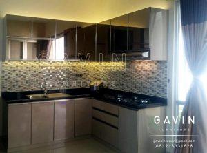 lemari dapur bagian atas dengan cermin bronze