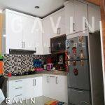 lemari dapur bawah tangga full plafon