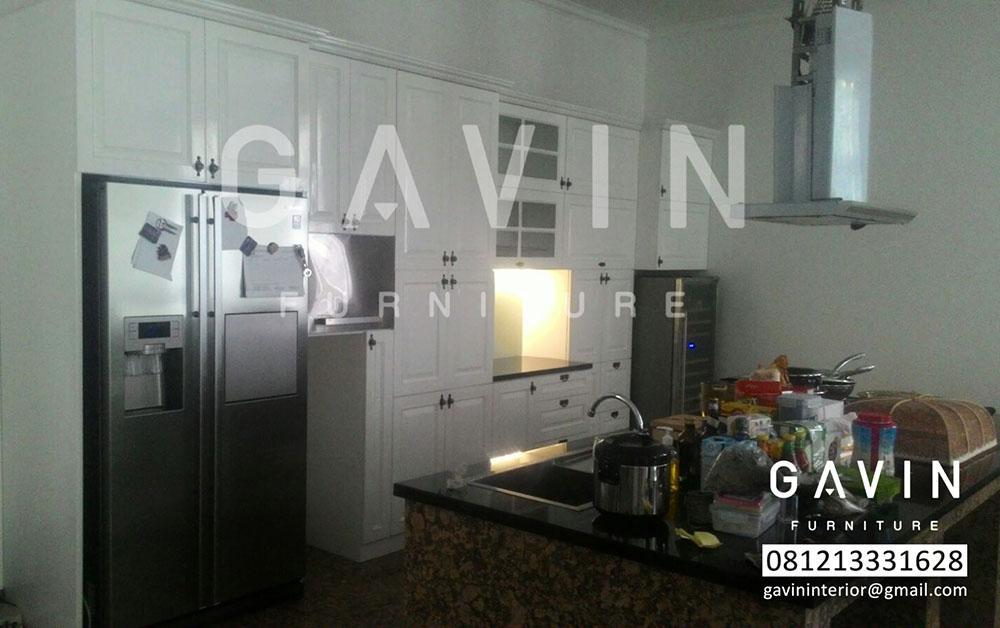 lemari dapur klasik dengan minibar