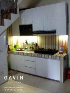 model lemari dapur di bawah tangga