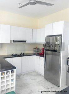 model lemari dapur minimalis dengan rak botol