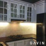 pembuatan lemari dapur klasik warna putih