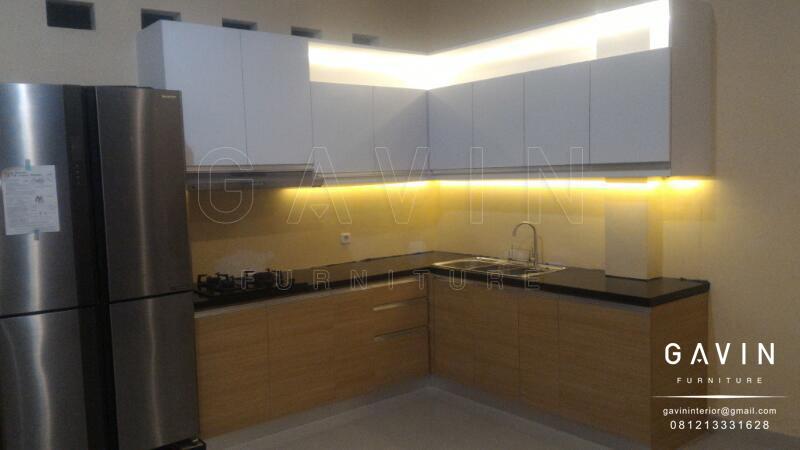 contoh lemari dapur model letter L finishing hpl