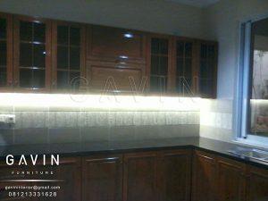 lemari dapur kayu solid jati dengan finishing melamic