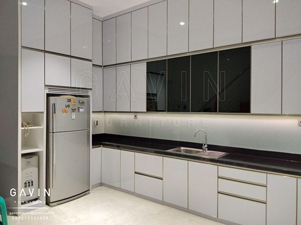model lemari dapur minimalis modern finishing hpl putih glossy