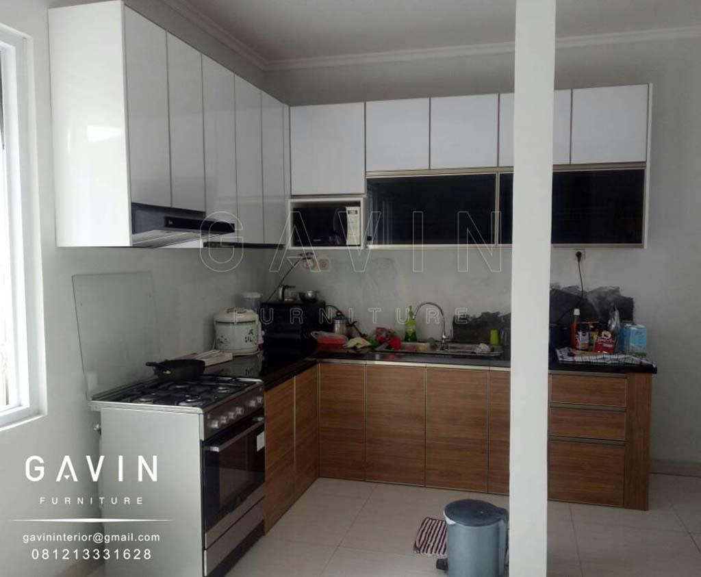 contoh lemari dapur design minimalis finishing HPL supreme 2219 glossy kombinasi TH 360 H Q2899