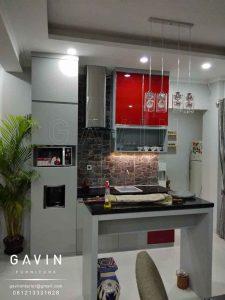kabinet dapur bersih minimalis modern finishing HPL Taco light grey kombinasi kaca Q2860