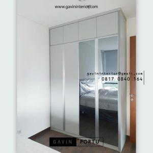 Lemari Pakaian Pintu Swing Light Grey Apartemen Veranda Residence at Puri Kembangan Jakarta Id4883pt